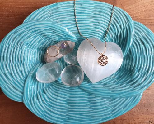 hoe je je edelstenen sieraden reinigt